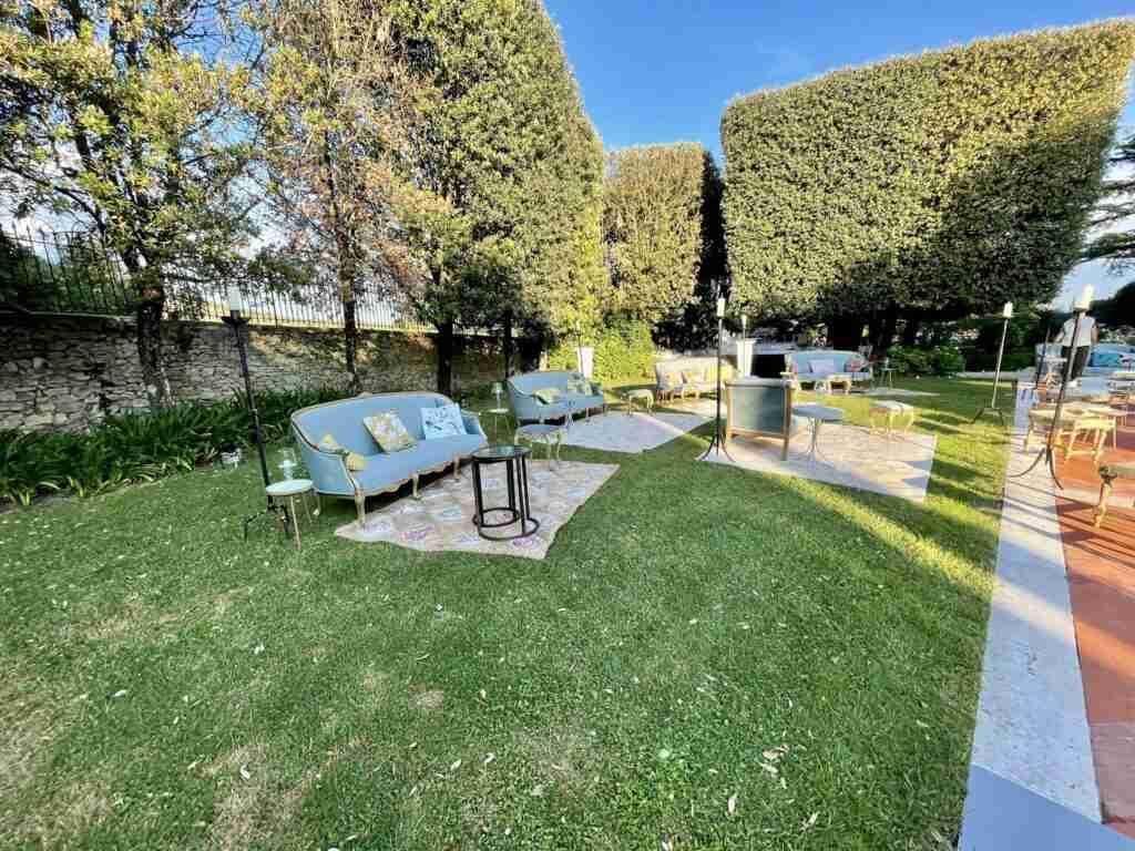 noleggio arredi vintage divani sedie poltroncine cuscini tavolini lampade slide evento lancio outdoor STM Hats @Villa a Sesta Polo Club - Rental Design 3