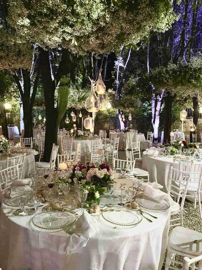 noleggio piante, tavoli, sedie, arredi, piatti, bicchieri evento lancio outdoor STM Hats @Villa a Sesta Polo Club - Rental Design.MP4