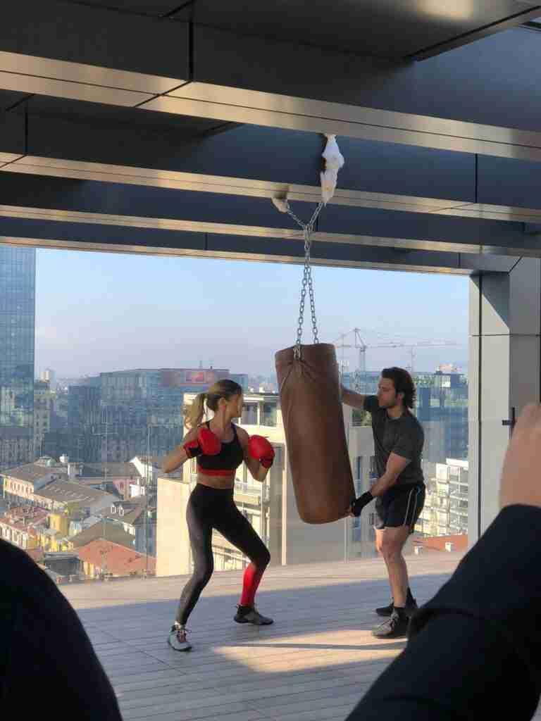 noleggio sacco boxe attrezzatura palestra per shooting spot tv rooftop rental design 2