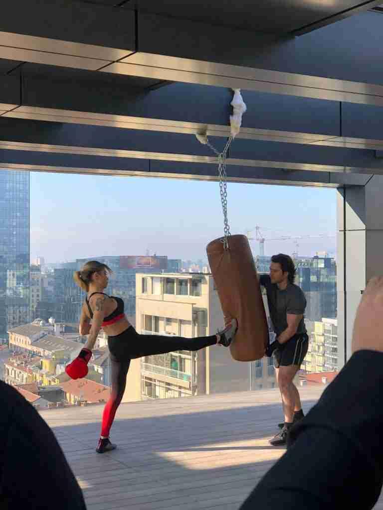 noleggio sacco boxe attrezzatura palestra per shooting spot tv rooftop rental design 3